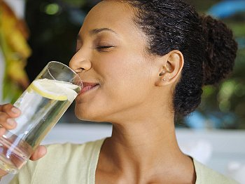 woman-drinking-water-with-lemon