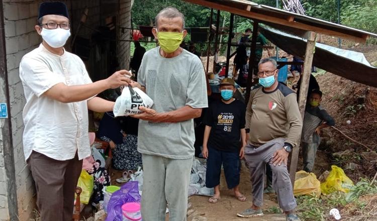PKS Balikpapan Solid, Bagi 46 Sapi dan 12 Kambing Kurban Ke 6 Kecamatan dan Kelurahan