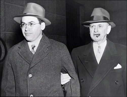Мортон Собелл во время ареста. 1950 год.