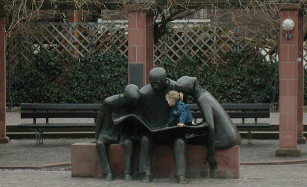Neuenberg Statue With Child