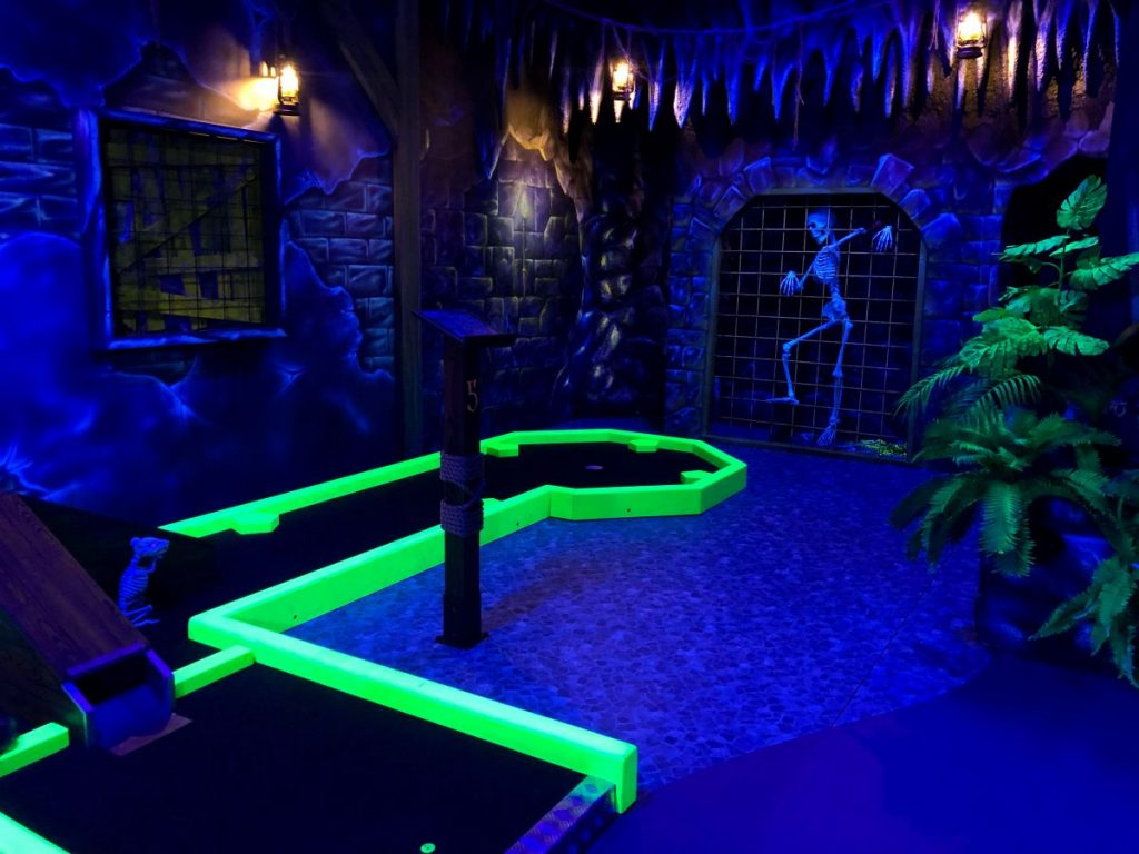 Entre Entretainment Malmö The Hook Glow Minigolf