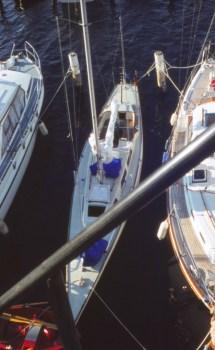 Halb so breit wie übliche Boote: 30er Tourenschärenkreuzer Lotus in Marina Baltica/Travemünde © Erdmann Braschos