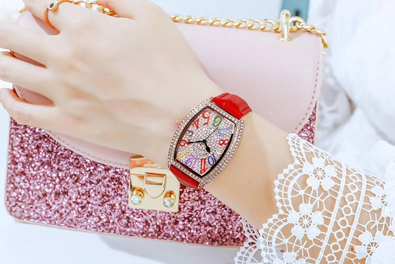 Ladies Oval Watch 14