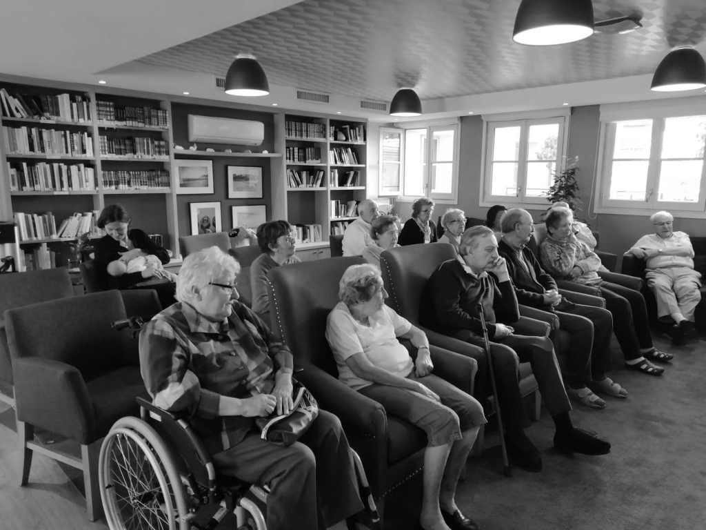 le groupe de seniors de la résidence Boely assiste à la séance tous en tandem