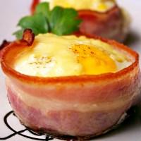 Jajko zapiekane w boczku /  Egg gratinated in bacon