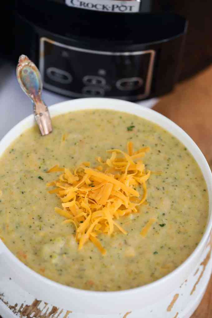 Slow Cooker Broccoli Cheddar Soup Bowl