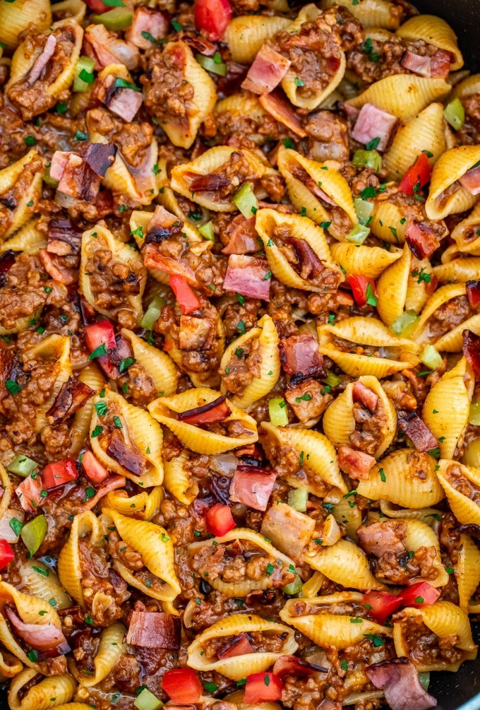Cheeseburger Pasta is meaty and cheesy - everything you'll love in a hearty dinner! This recipe is a cool take on the American classic for the entire family to enjoy! #pasta #cheeseburgerpasta #pastarecipes #sweetandsavorymeals #dinnerideas