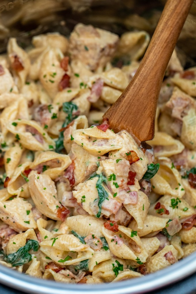 Instant Pot Chicken Bacon Ranch Pasta is a creamy and satisfying dish that the whole family will love! #pasta #instantpot #pressurecooker #sweetandsavorymeals #dinnerideas