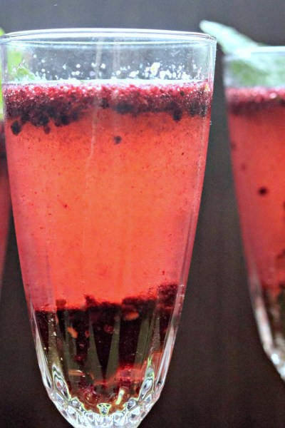 Blackberry Mint Bellinis #BrunchWeek