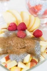 Chia Pudding auf Apfel mit Zimt und Zucker