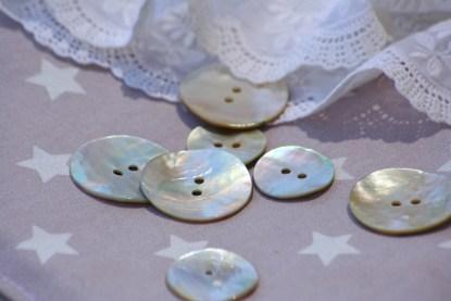 Detalle botones de los cojines de corona