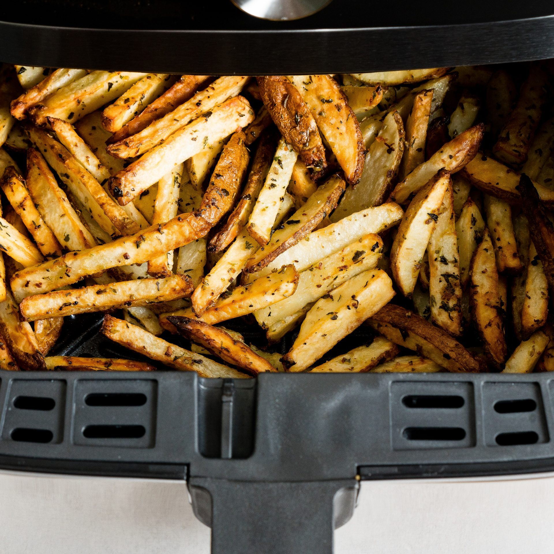 picture of crispy fries in an air fryer