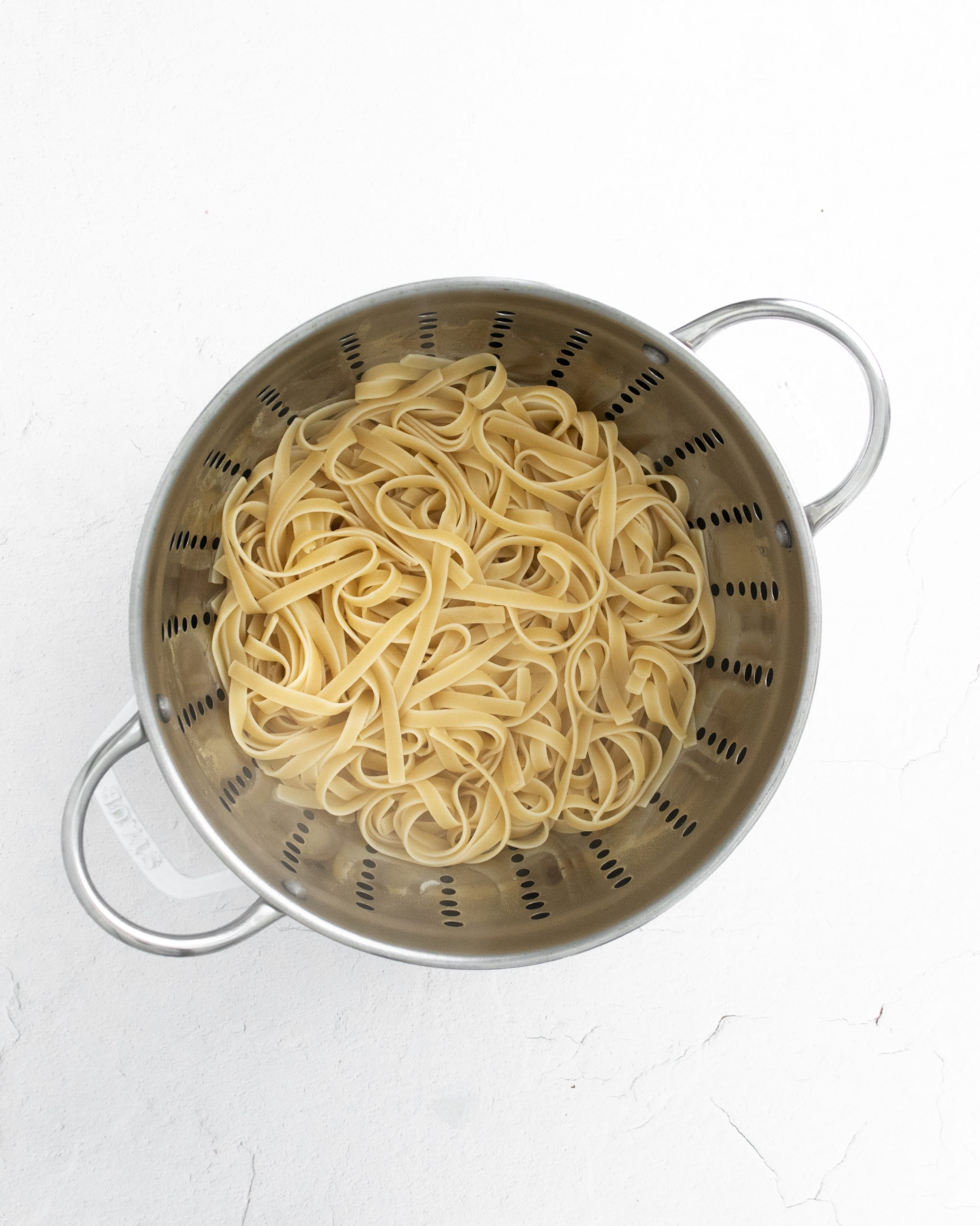 picture of cooked noodles in a colander
