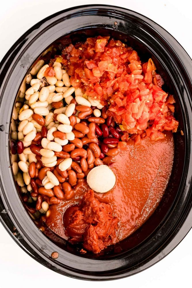 picture of beans and spices in a slow cooker