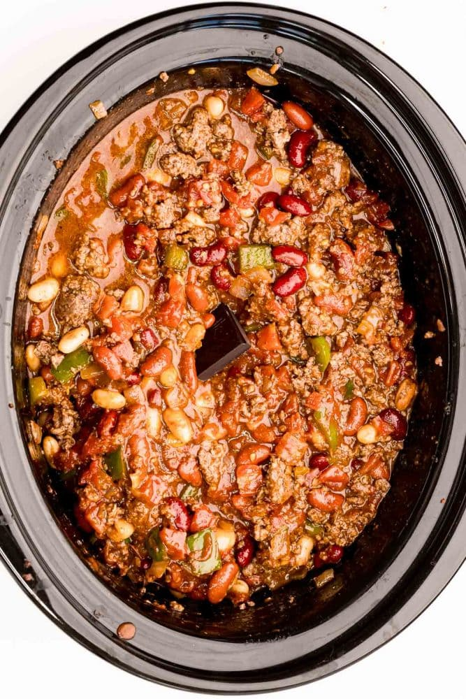 picture of chili and chocolate in a slow cooker