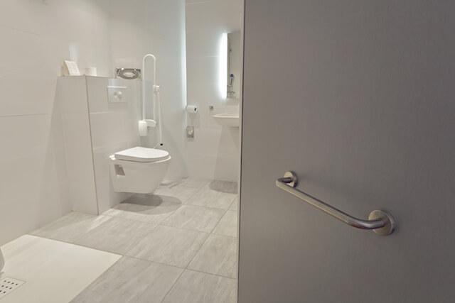 salle de bain senior sécurité et esthétique