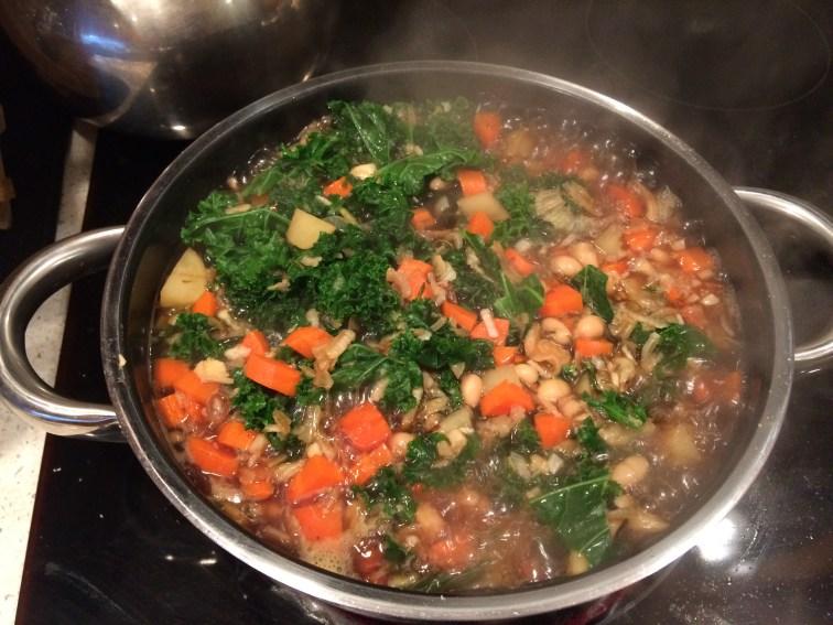 Kale white bean soup