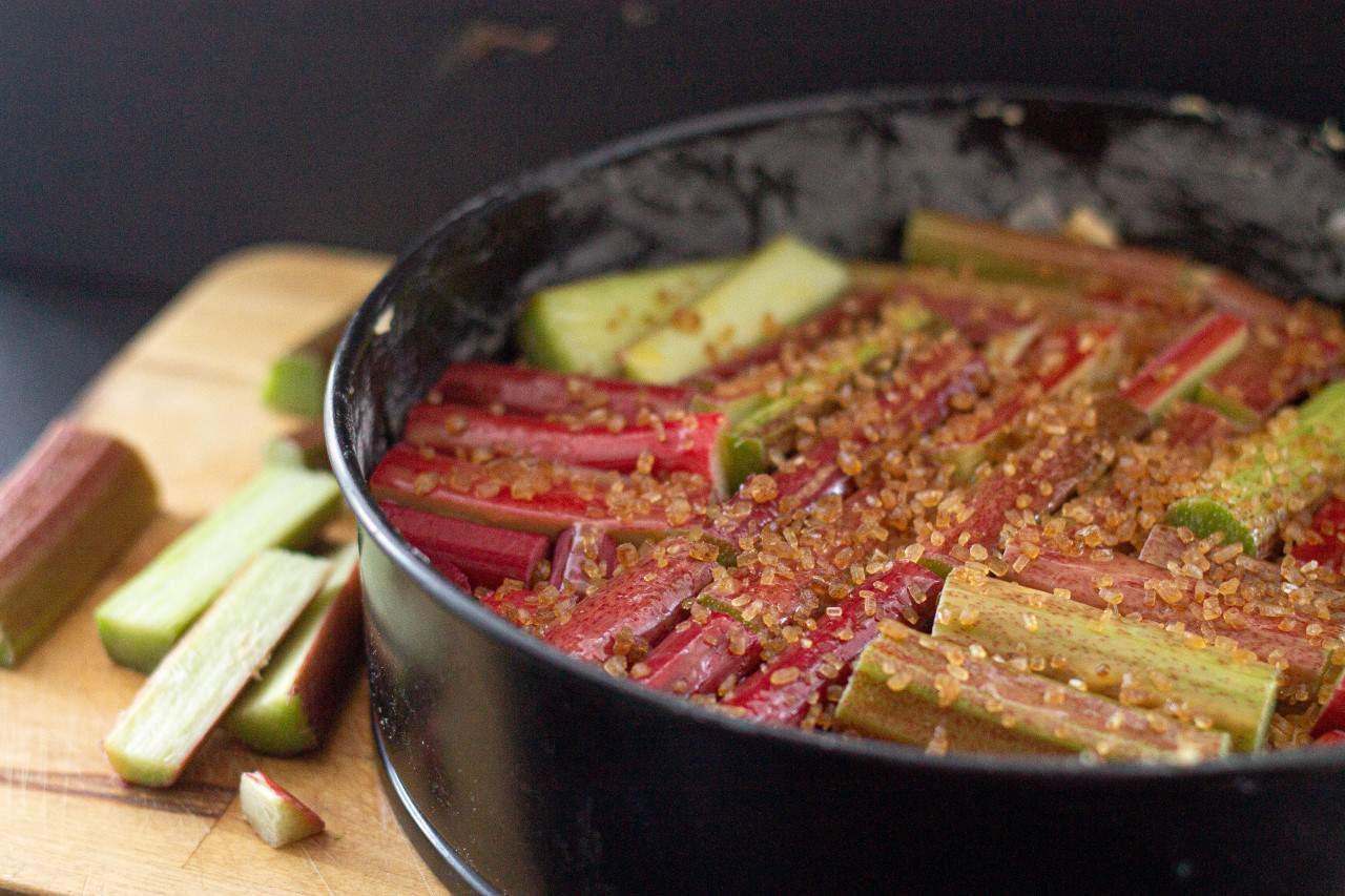 How to Make Vegan Rhubarb Cake