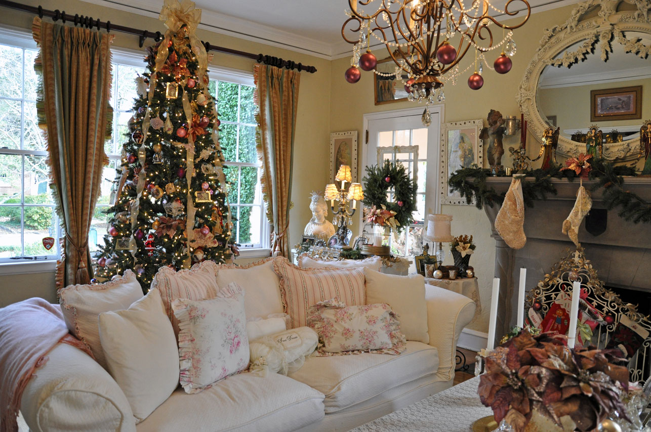 Interior Decorated Homes For Christmas