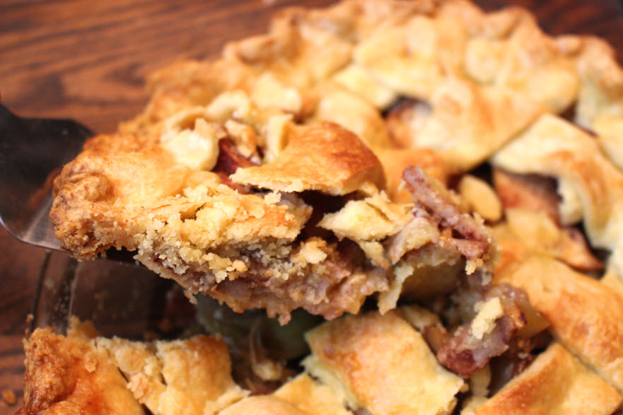 Yummy Apple Pie with Honeycrisp apples and cinnamon spices