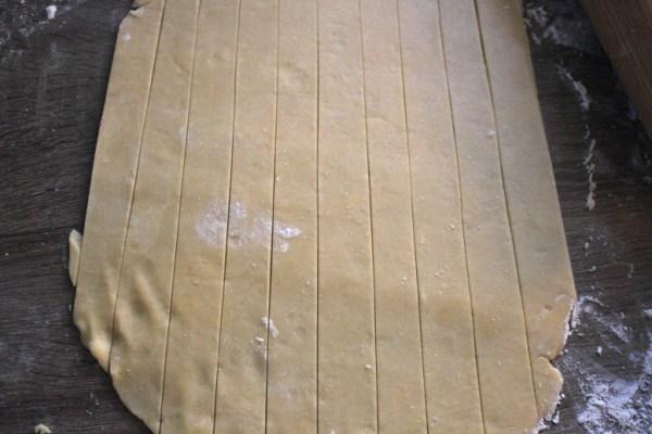 Cutting strips in pie dough for lattice top