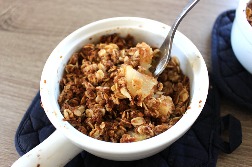 pear crisp with brown sugar and oats