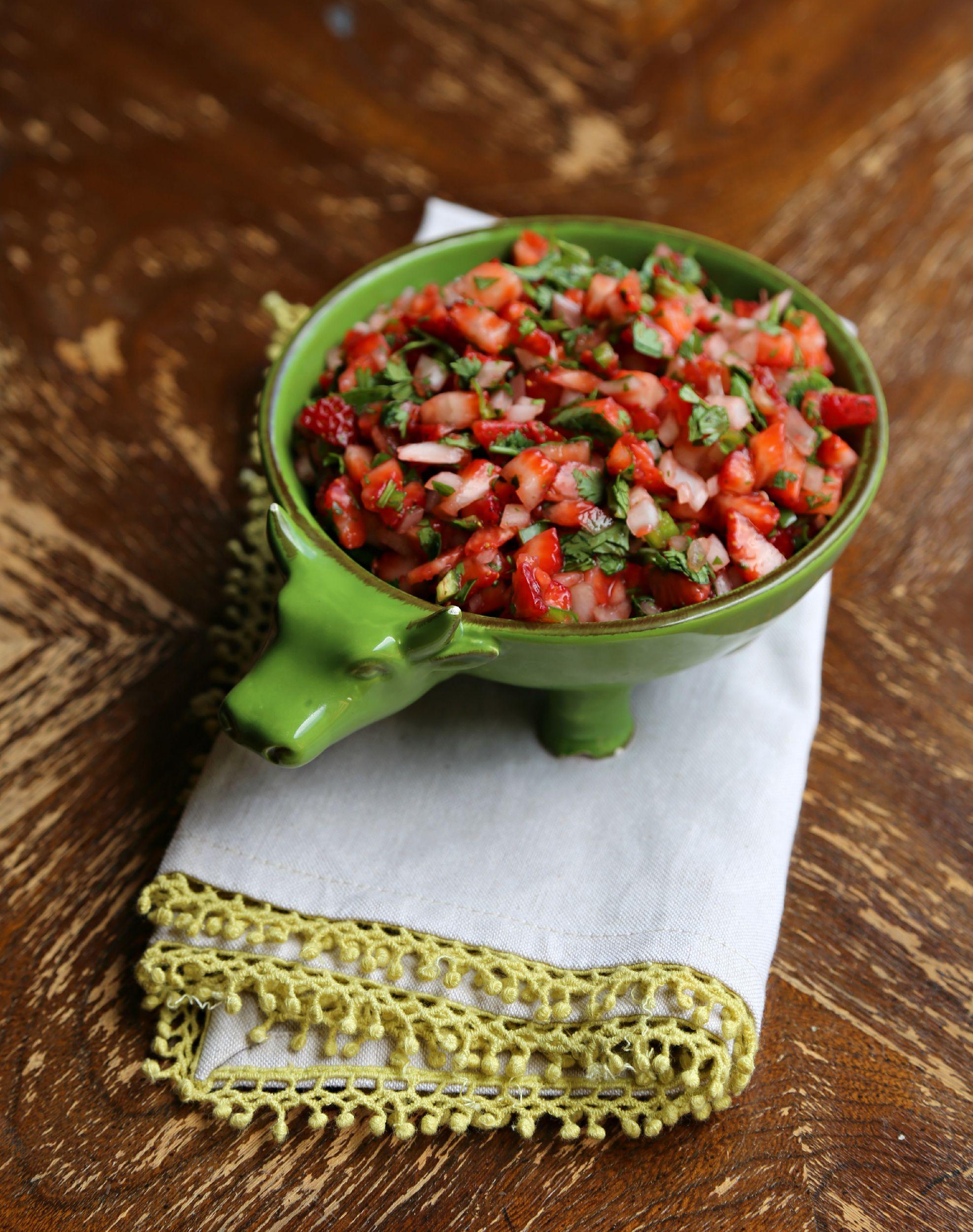 strawberry-salsa-vianneyrodriguez-sweetlifebake