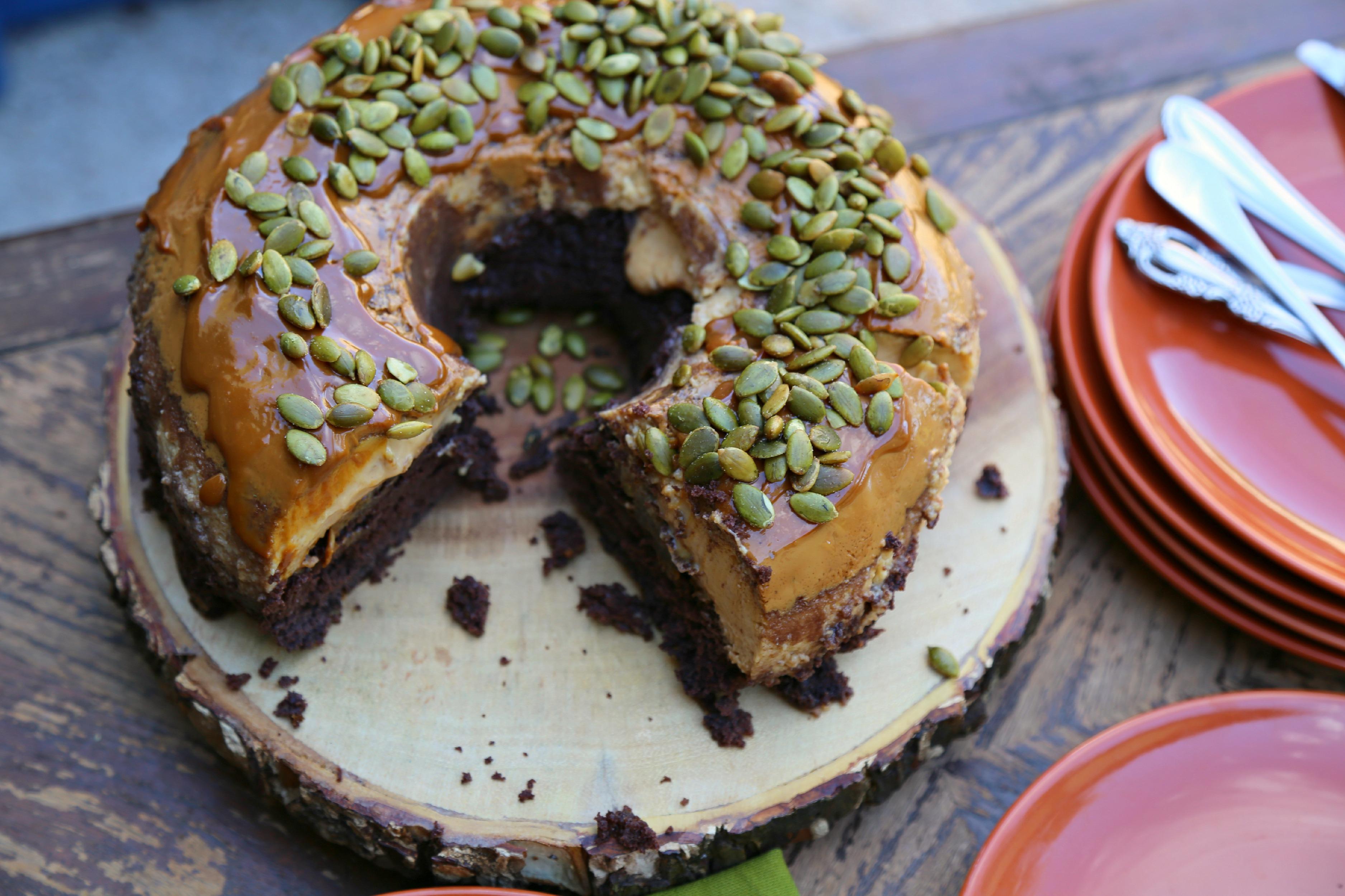 pumpkin-chocoflan-easy-thanksgiving-dessert-vianneyrodriguez-sweetlifebake