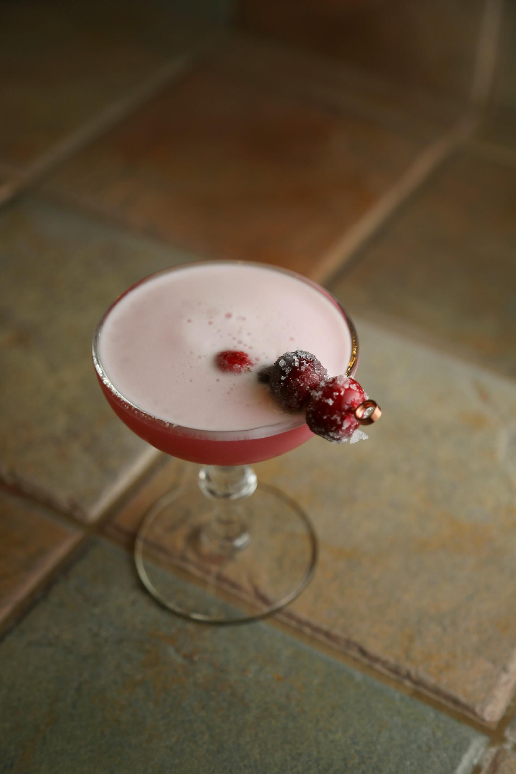 pisco-sour-cranberry-vianneyrodriguez-sweetlifebake