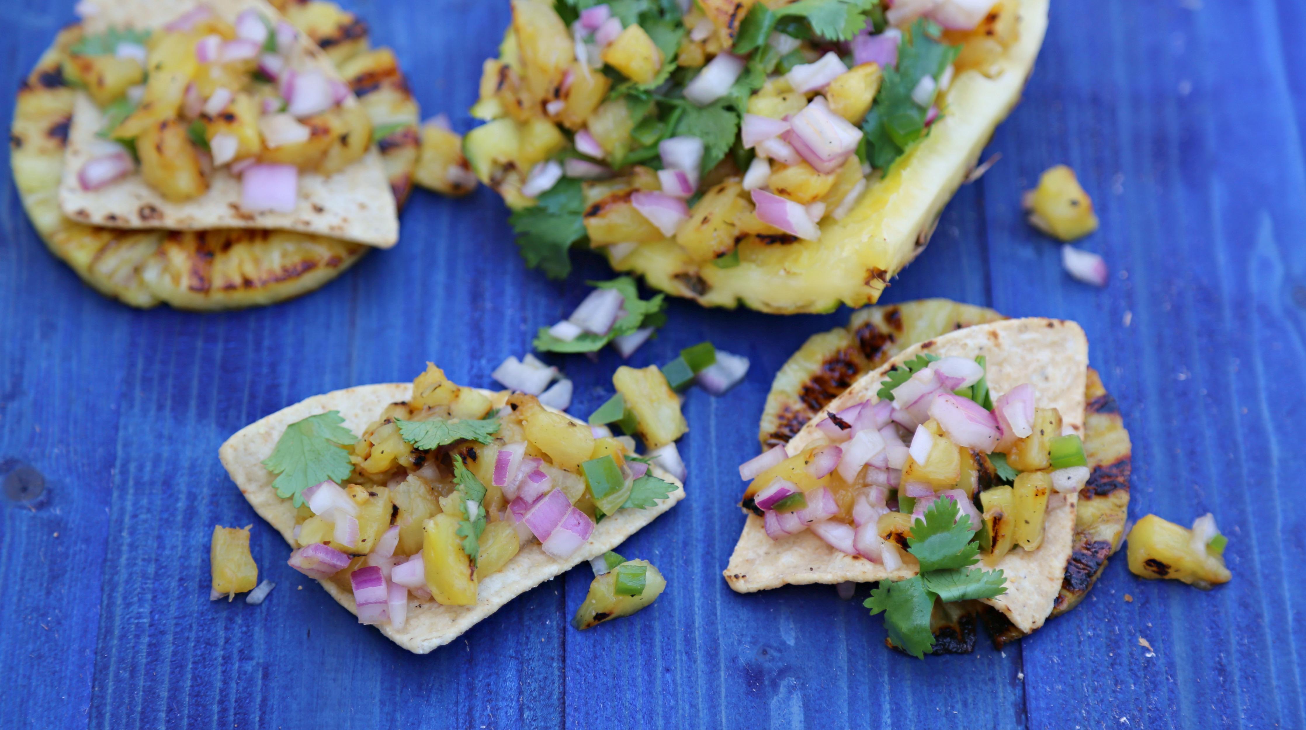 grilled-pineapple-salsa-vianneyrodriguez-sweetlifebake