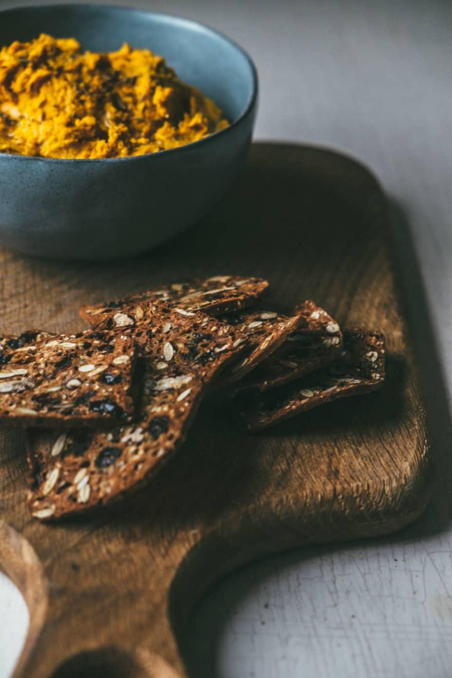 Roasted Carrot Hummus with Turmeric and Bee Pollen #vegan #hummus #turmeric