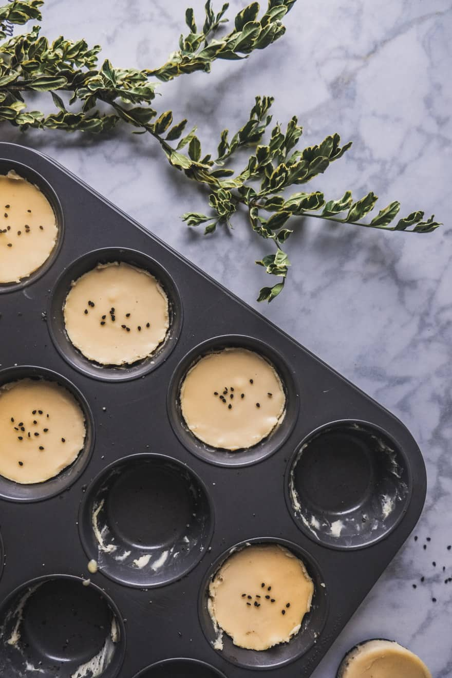 white chocolate miso tarts with a black sesame crust. #vegan #raw #nobake