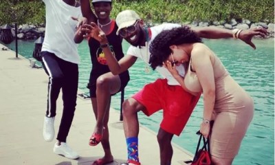 Sweetloaded hit-me-1 See The Pose By 2Face, D'banj And Their Wives That Has Got People Talking (Photo) gist  Snowz