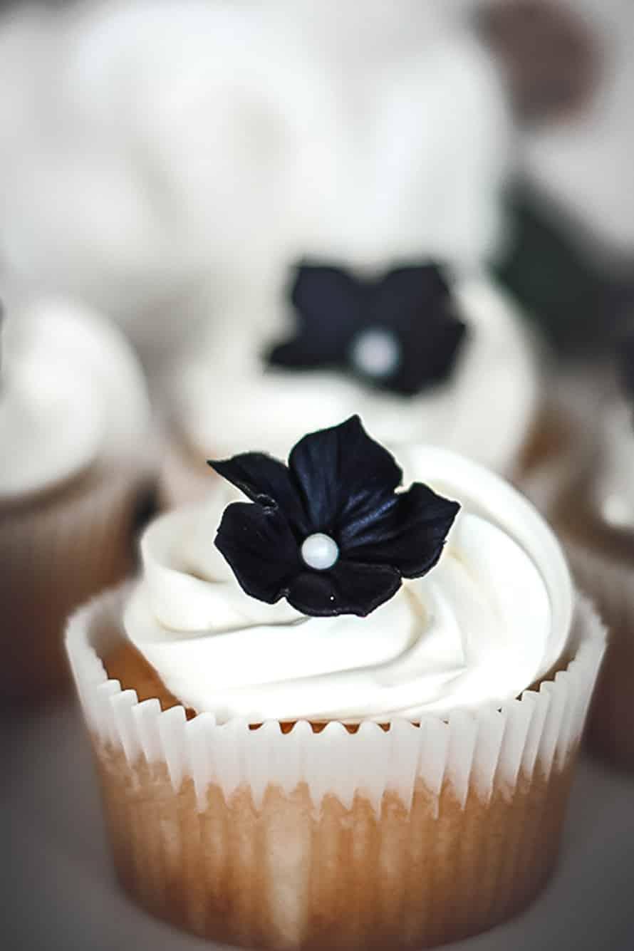 Cupcakes with Italian meringue cream