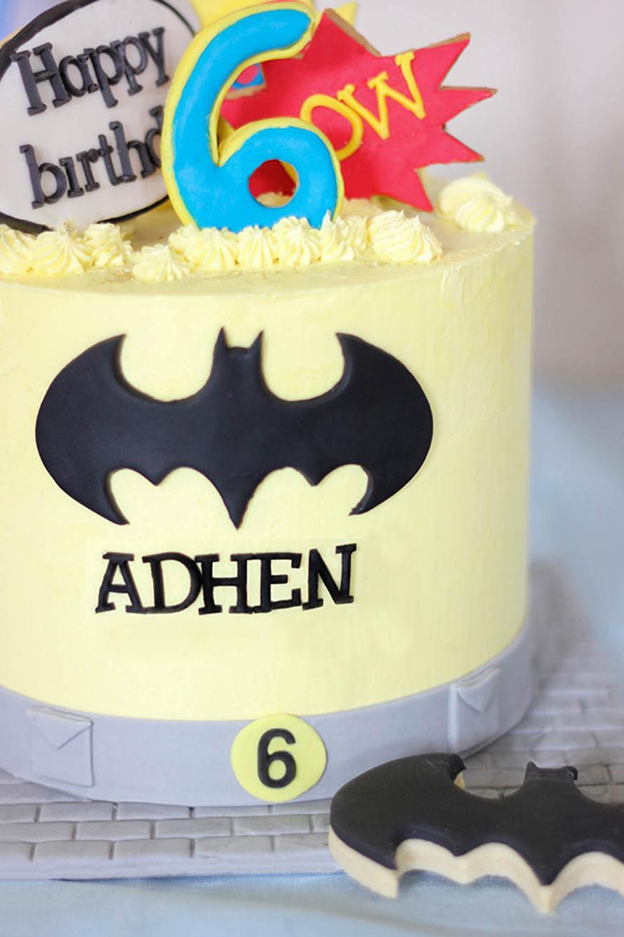 Layer Cake Batman Chocolat et ganache Kinder