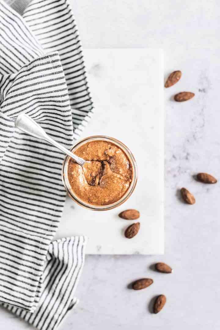 Almond butter la purée d'amandes maison