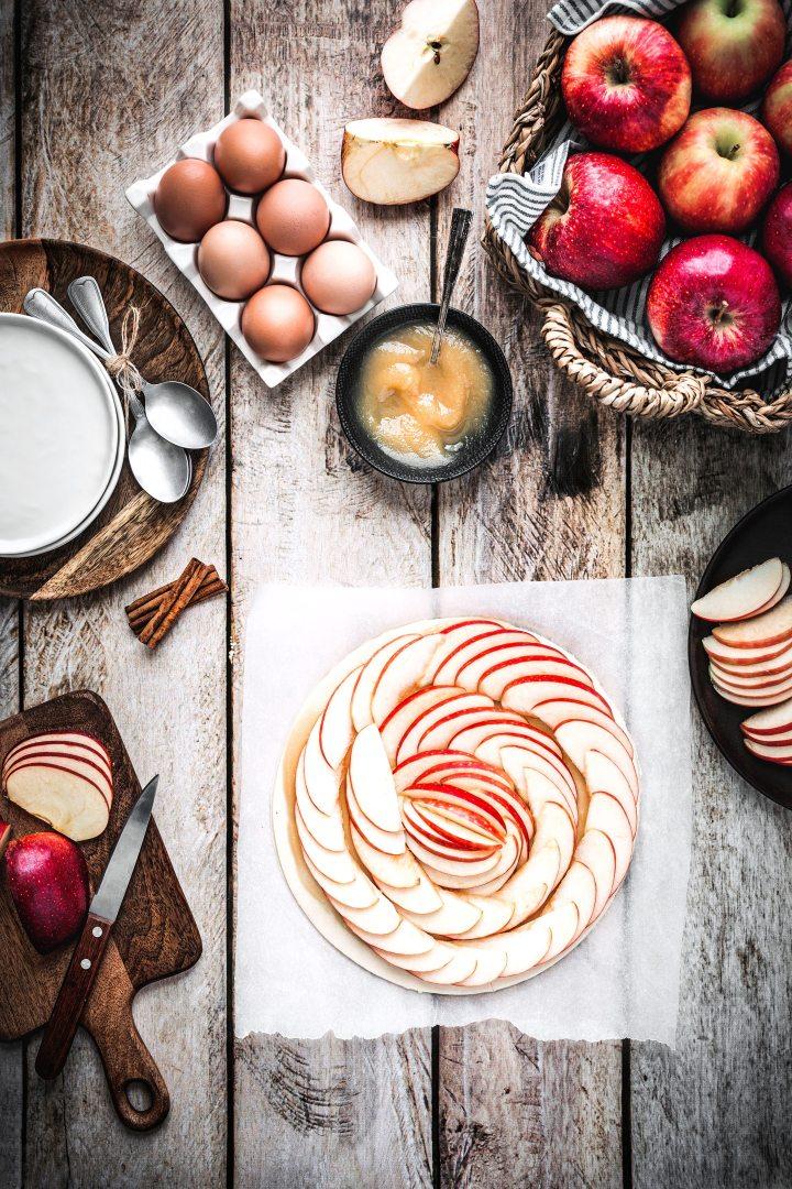 Tarte feuilletée aux pommes avant cuisson