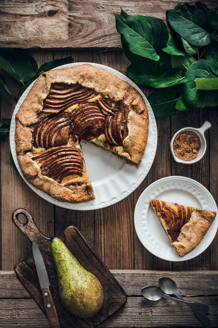 Rustic pie almonds and pears