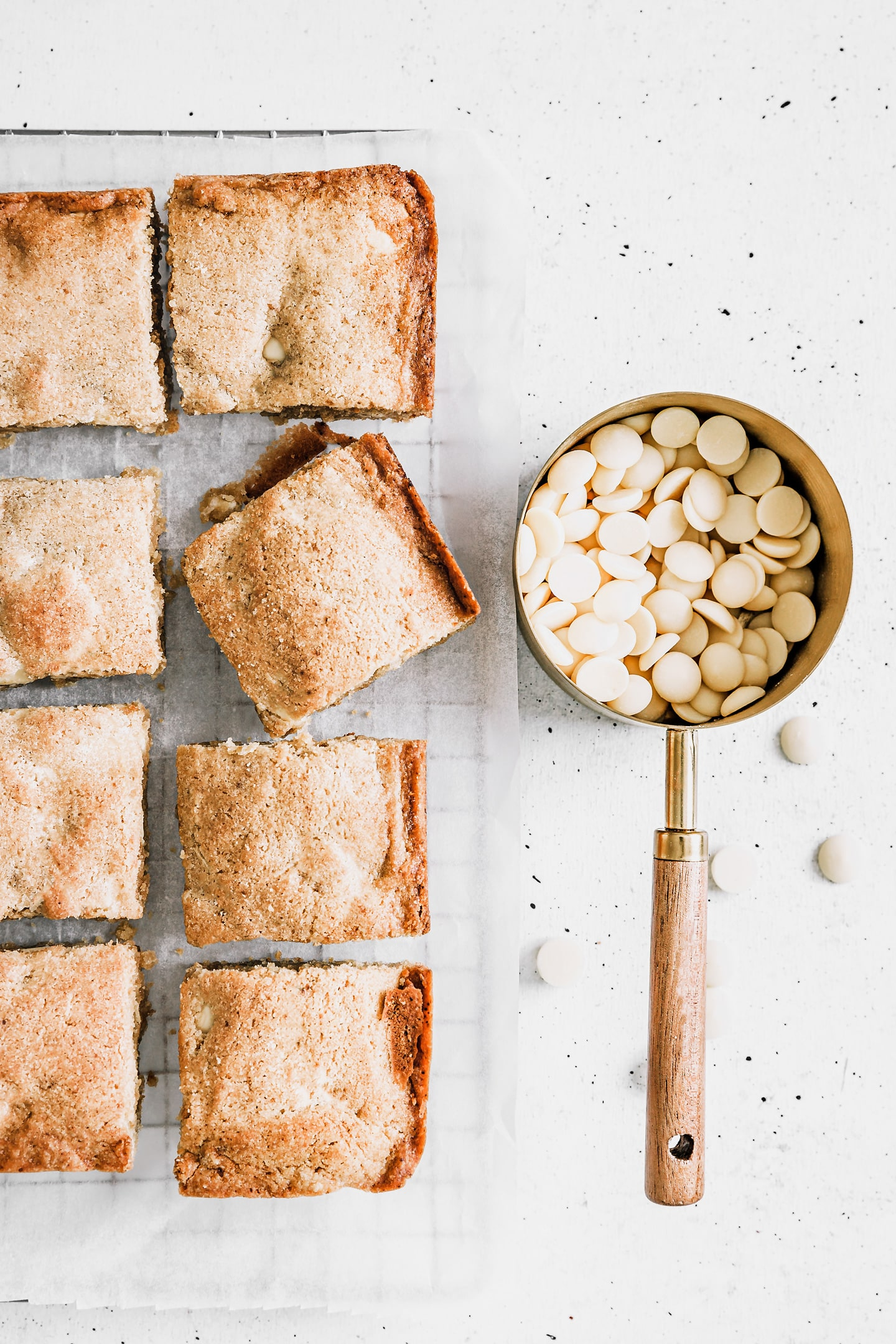 white chocolate chips blondies