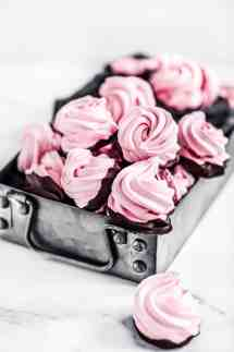 Recettes des meringues framboise et chocolat