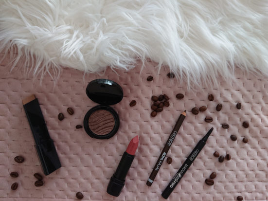 Korte review: CATRICE make-up a hug in a mug.