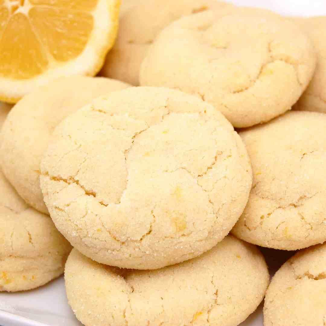 several lemon sugar cookies