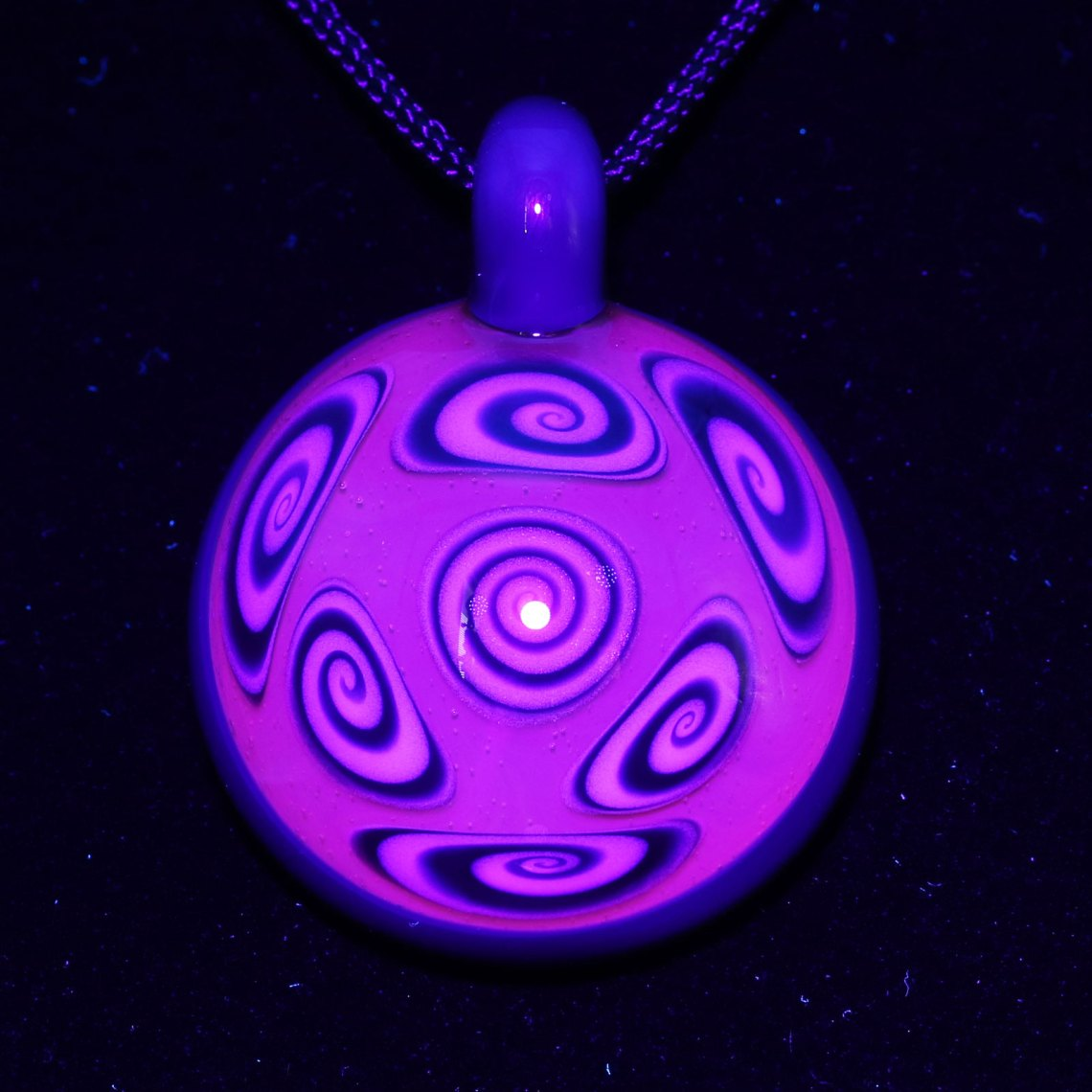 Kaja Glass – 7 Section UV Microspiral Glass Pendant