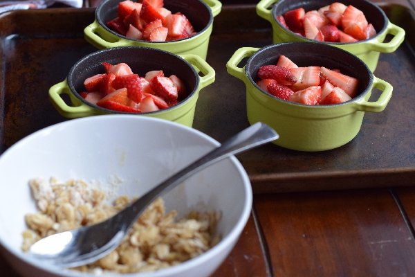 strawberry oat crisp
