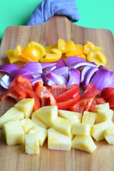 Hawaiian Pork Skewers. An super fast summer dinner. #healthy #paleo #grillrecipes