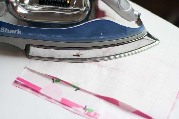 Laminated Lace Zipper Pouch Bag Free Sewing Tutorial