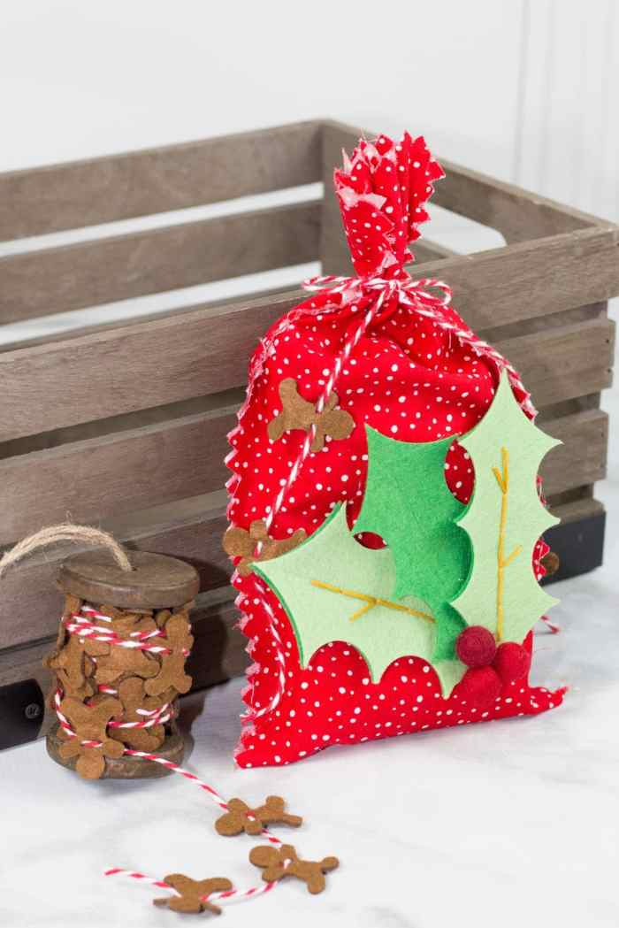 Sweet Red Poppy Neighbor Gift Bags No-Sew Tutorial