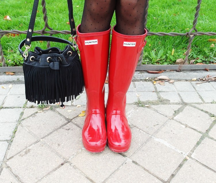 SweeTrendy_ Red Hunters