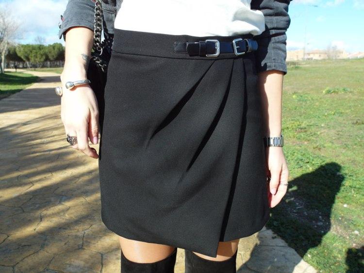 Falda negra hebilla SweeTrendy