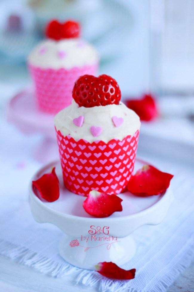Cupcakes de fresa y chocolate blanco Sweets & Gifts by Marietta, Fresa, cupcake, frosting queso, San Valentín, Repostería Tradicional, Blog de Recetas